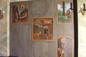 obrazy wotywne w kaplicy