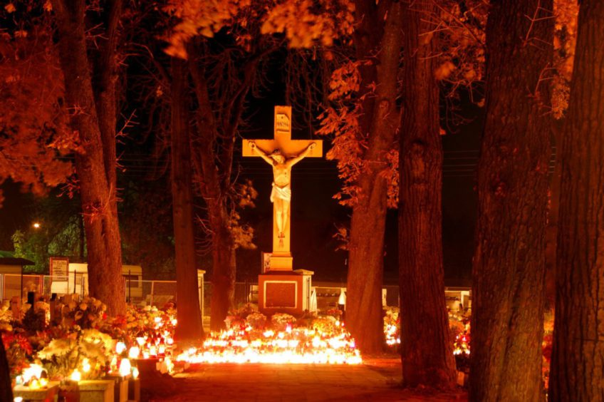 Sens modlitwy za zmarłych?!